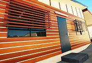 Монтаж планкена из лиственницы на фасадах, террасах и лестницах